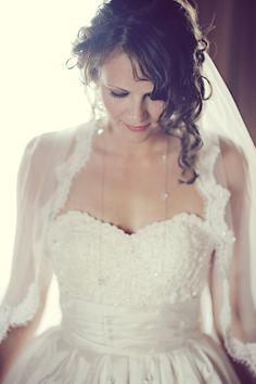 What an absolutely stunning bride!    Photography by erinwallis.com