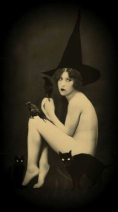 Vintage witch Pin-Up