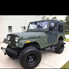 1981 Jeep CJ-7 with custom Halo Edition graphics.