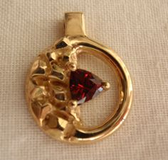 14k Yellow Gold Circle Nugget Pendant Trilliant by cutterstone, $318.00