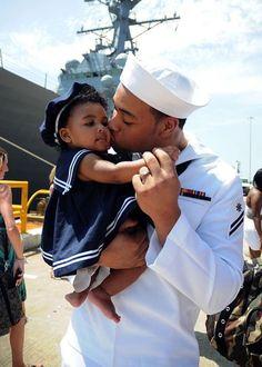 militari babi, a kiss, hero, military navy baby, teddy bears, navi, navy soldiers, father daughter, the navy