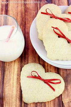 Hearts & Bows Cookies #cookies #ValentinesDay by lovebakesgoodcakes, via Flickr