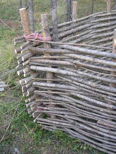 How to make a woven wicket fence... survival gardening, gardening fencing, medieval garden, woven wicket, woven fence, wicket fenc, fences, diy, wattl fenc