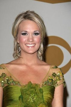 Carrie Underwood, Formal Hairstyle For Women with Short Hair