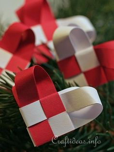 Woven Paper Christmas Hearts / Swedish hearts with a twist