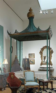 Pagoda bed: exotic dreams included.