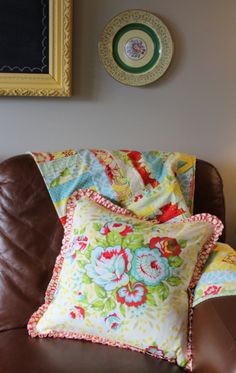 Tutorial: zippered ruffled reversible pillow. (That's a lot to ask from a pillow!)