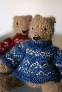 Two Knitted Bears Free Pattern