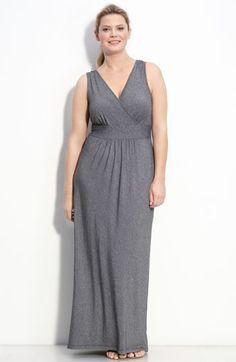 Simple but flattering plus size dress.