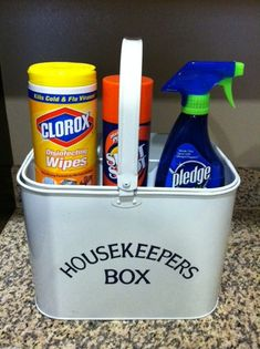 An old school housekeeping bucket I found at Tuesday Morning several years ago dorm stuff, year ago, tuesday morn, old school, handi handig, susi homemak