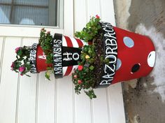 Razorback flower pots---Oh my gosh!  I need this on my front porch!!!!!