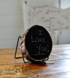 Rustic Wood Tree Slice Chalkboards via Knick of Time @ http://knickoftimeinteriors.blogspot.com/
