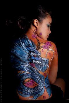 http://tattoomagz.com/dragon-tattoo-pictures/dragon-tattoo-complete-back/
