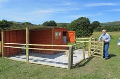 #goatvet likes the ideas in the UK website on pygmy goats - esp. re Ideal goat housing