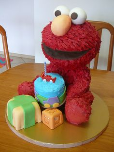Elmo b'day cake. I want it for my b'day next year