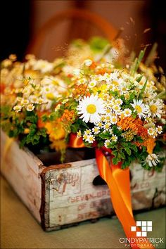 bouquet, fall flowers, flower centerpieces, daisi, wedding flowers, wooden boxes, old crates, flower boxes, garden weddings