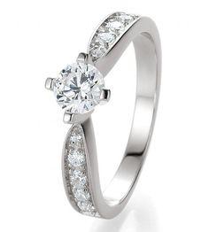Infinity Weißgold ein Verlobungsring der garantiert auffällt. By verlobungsring.de  #liebe #hochzeit #glück