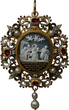 ALBION ART - Ancient 16 century Gold, onyx, enamel, pearl, ruby  Three Wise worship cameo pendant Made in Italy.