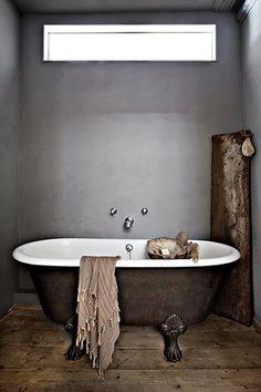 claw foot tub / Ritual Bath <3