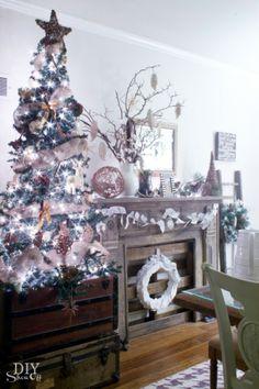 Christmas dining room @DIY Show Off