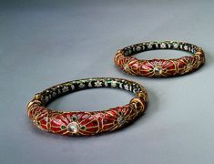 Pair of Bracelets,17th century.India. Great Mogul Dynasty.Gold, diamonds, emeralds, rubies, garnets and enamel; incrustation with precious stones, champleve enamel, faceting and polishing
