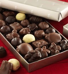 #FMChocolates Colonial Chocolate assortment in platinum wrap $24.99