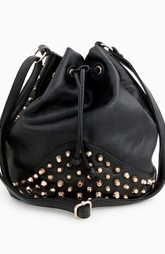 Dailylook: Studded Bucket Bag