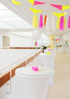 Hey Look: NEON & WHITE - A SERIOUSLY FUN CORPORATE PARTY