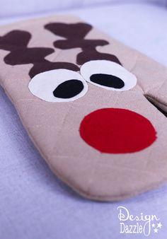 Reindeer Oven Mitt Tutorial by Design Dazzle