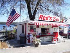 Red's Eats in Wiscasset, Maine - Lobstah roll!