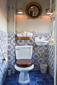 Lovvvvvve!!!  patterned wall tile as wainscot
