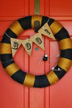 Pretty Ditty: Halloween wreath and Halloween bunting