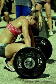 """Muffintop-less is the most motivating blog with AMAZING workout tips for women. She explains why you might not be seeing results, how to change up your routine, and fallacies about using light weights and more! ♥"""""""