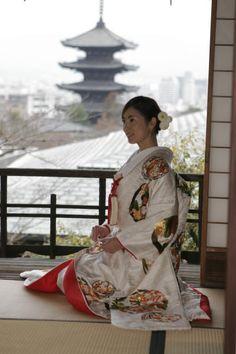 Girl in kimono for Japanese wedding. Beautiful. The kimono is lovely too.