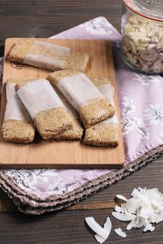 Healthy snacks! Make your own Energy Bars. Try these Coconut Pie Lara Bars • theVintageMixer.com