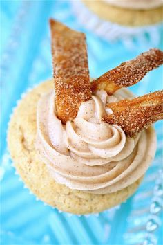 Churro Cupcakes - filled with dulce de leche!