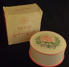 VINTAGE Avon Fashion Finish Face Powder 2.5 Oz Silver Mist Beige NOS Puff Box FS
