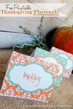 Free Printable Thanksgiving Placecards for your dinner table. Or use them as menu cards for your buffet. Two coordinating designs, print as many as you need.