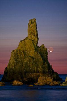 Pray For The Moon, Hashiguiwa, Kushimoto, Wakayama, Japan, by M. Umemura, on flickr.