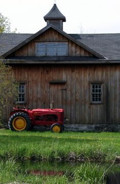 old tractors, countri life, exterior colors, countri live, red tractors, barn homes, farm houses, old barns, country barns