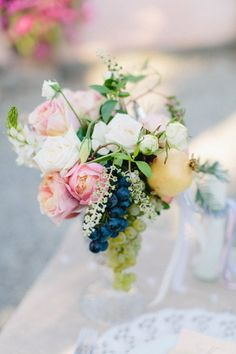 beautiful centerpiece with grapes - DIY Tuscany Wedding from Carmen and Ingo Photography