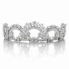 FINE AND ELEGANT DIAMOND TIARA, MONTURE BOUCHERON, 1937