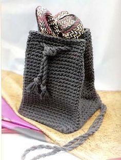 Ravelry: Perfect Little Shoulder pattern by Carol Tomany $ 5,00 USD •✿•  Teresa Restegui http://www.pinterest.com/teretegui/ •✿•