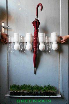 Porta guarda-chuva, feito de garrafas