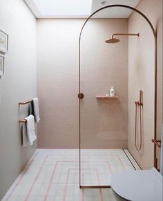 Rose gold bathroom | #opulentmemory #interiordesign #bathroom #bathroomdesign #rosegold