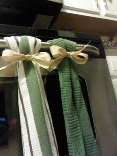 Keep kitchen towels from falling off your oven by looping it around a plastic shower ring and covering it w a bow. So much more decorative too!