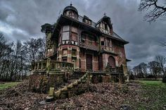 Abandoned in Germany..... What a waste haunted houses, abandon hous, old houses, belgium, architecture, abandoned homes, forgotten, extensions, abandon place