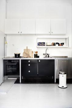 nice black and white kitchen