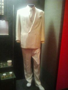 The Mob Museum, Las Vegas. John Gotti's suit!...DAPPER I WOULD LOVE TO SEE MORE..INVESTIGATION COMING SOON