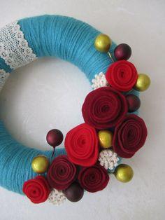 Felt flower an yarn wreath